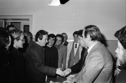 1980.11.23  7   Nel Centro storico di Napoli    Foto Mario Riccio
