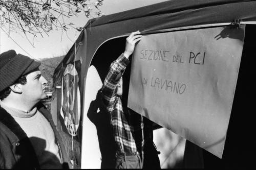 1980.11.23  3 La Sezione nella tenda   Foto Mario Riccio